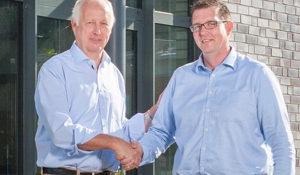Gründer der TIS GmbH Josef Bielefeld übergibt seinen Teil der Geschäftsführung an Markus Vinke
